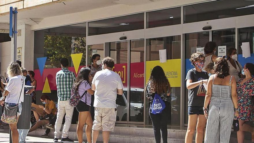 Educación oferta menos plazas de Inglés pese a la elevada demanda y más de Valenciano