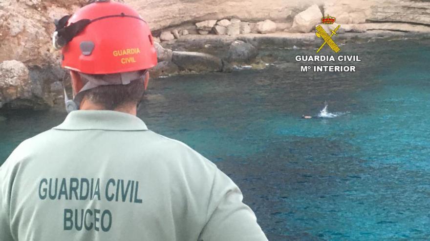 Guardia Civil rettet Schnorchler kurz vor dem Ertrinken