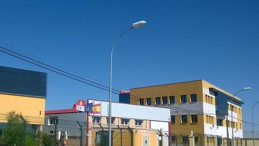 Instalaciones de la antigua fotovoltaica Pevafersa en la carretera de Pozoantiguo de Toro.