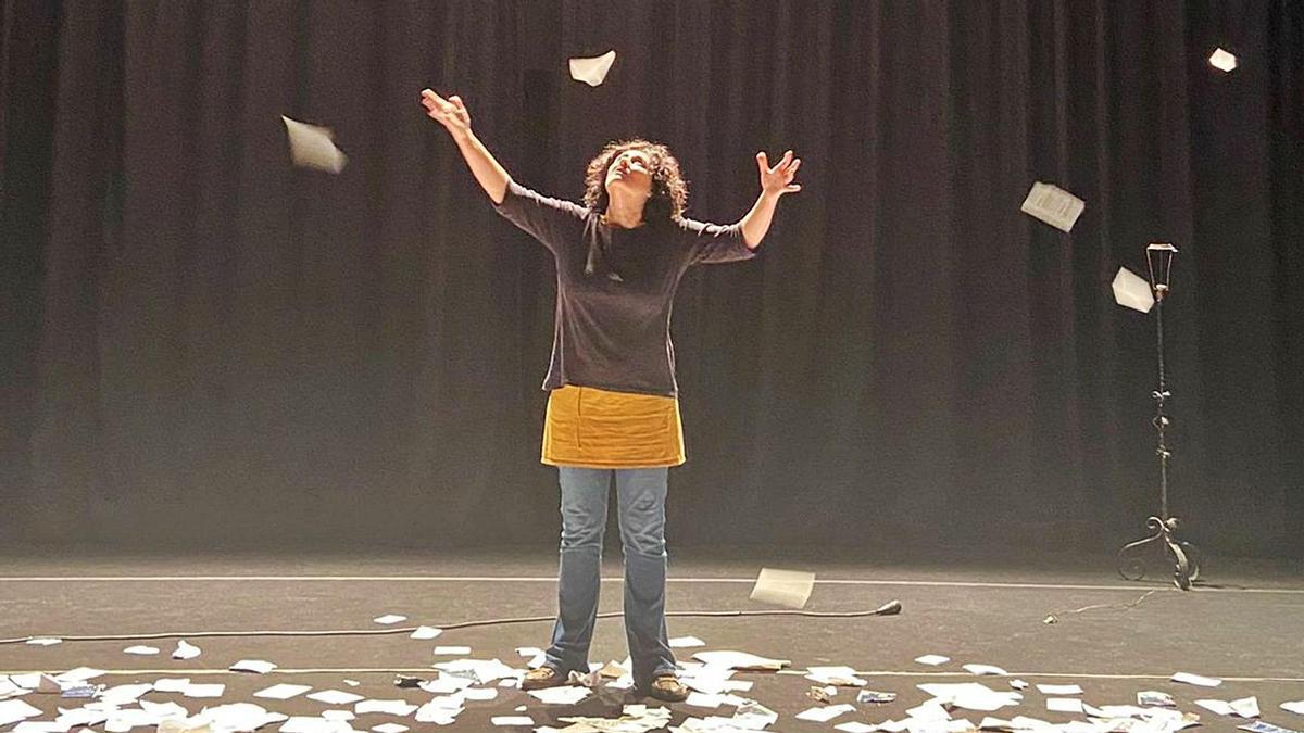 L'actriu Meritxell Yanes, durant un dels assajos de l'obra