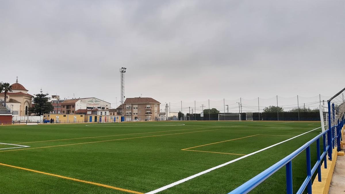 Nuevo césped en el campo de fútbol de Meliana
