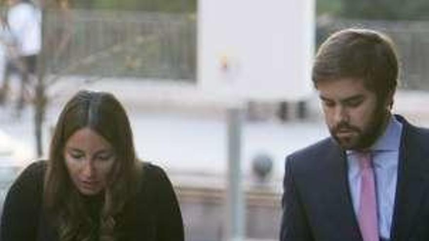 La abogada Alejandra Romero, duquesa de Suárez, y Pedro Armas esperan su primer hijo