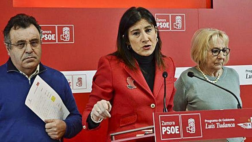 José Ignacio Martín Benito, Ana Sánchez e Inmaculada García Rioja, ayer en el PSOE.