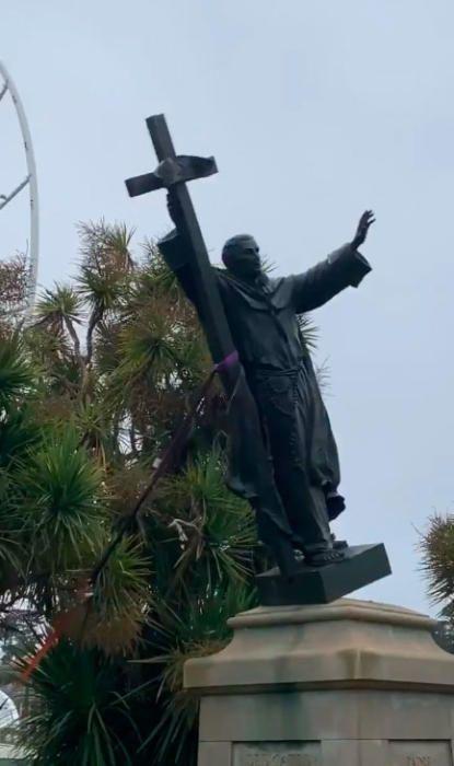 Derriban la estatua de Fray Junípero Serra en San Francisco (Estados Unidos)