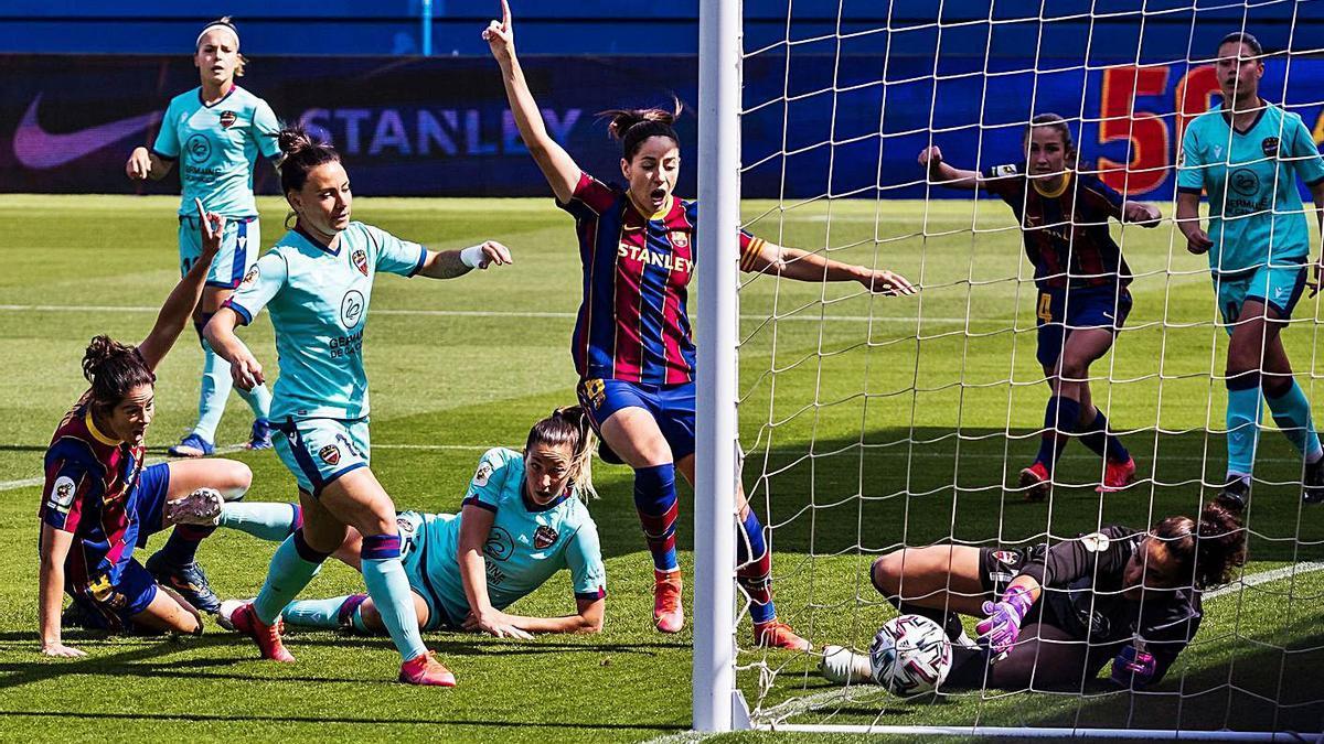 El Barça celebra uno de los siete goles que le marcó ayer al Levante en el Johan Cruyff. | E. PRESS/AFP7