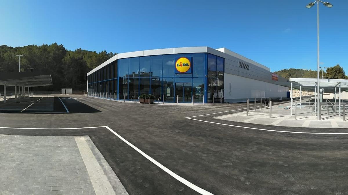 Lidl abre una nueva tienda en Peguera, que supondrá la creación de 25 puestos de trabajo.