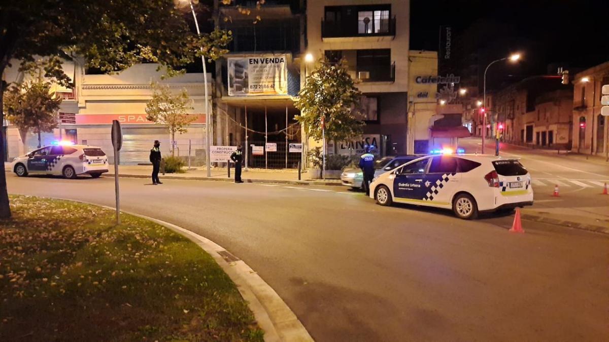 Un dels dispositius especials nocturns muntats a Figueres per la Guàrdia Urbana.