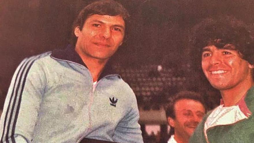 """Aquella misteriosa lesión por la que Maradona no jugó en El Molinón: """"Lo siento mucho, presidente"""""""