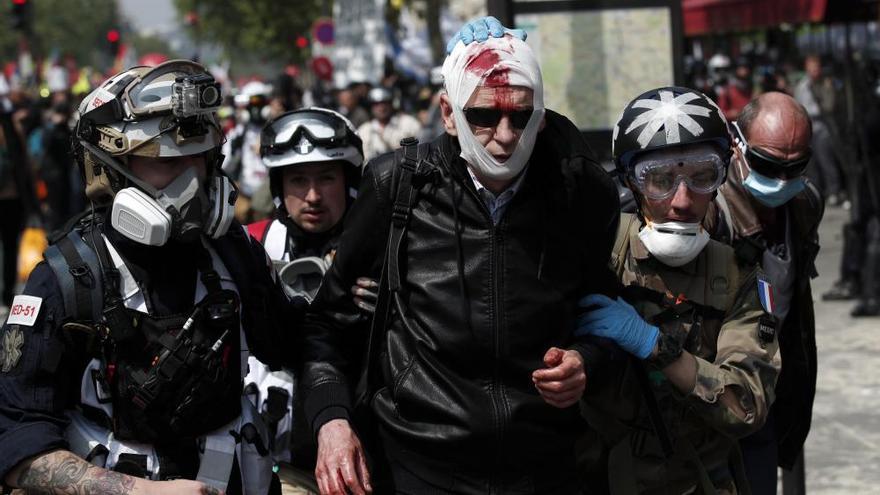Choques en París entre policías y grupos radicales