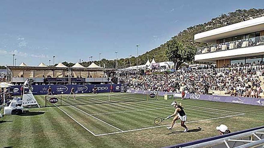 Kerber gana a Sharapova en el duelo de exnúmeros uno en el Mallorca Open