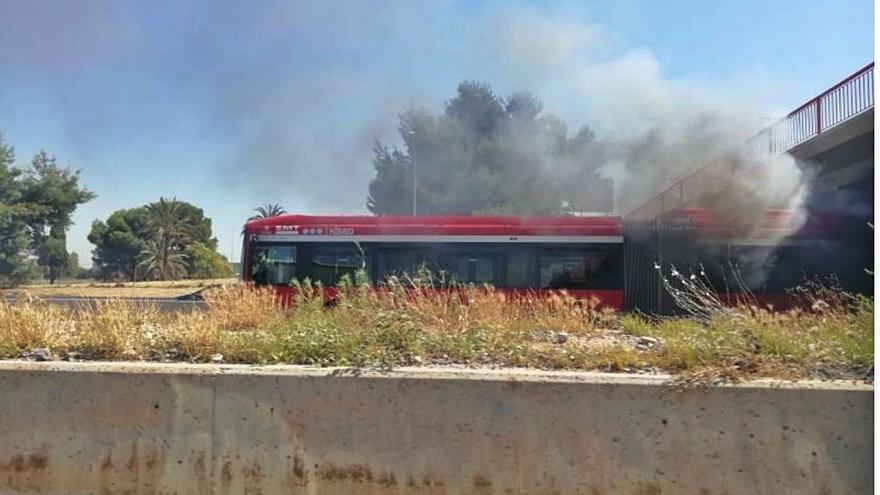 Más críticas contra Ribó tras el incendio de un autobús de la EMT