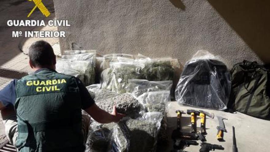 Descubren en Agullent una nave con 600 plantas de marihuana
