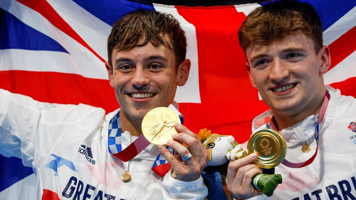 Tom Daley y Matt Lee, con la medalla de oro.