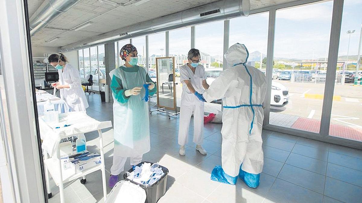 Sanitarios en el hospital Sant Francesc de Borja en Gancia
