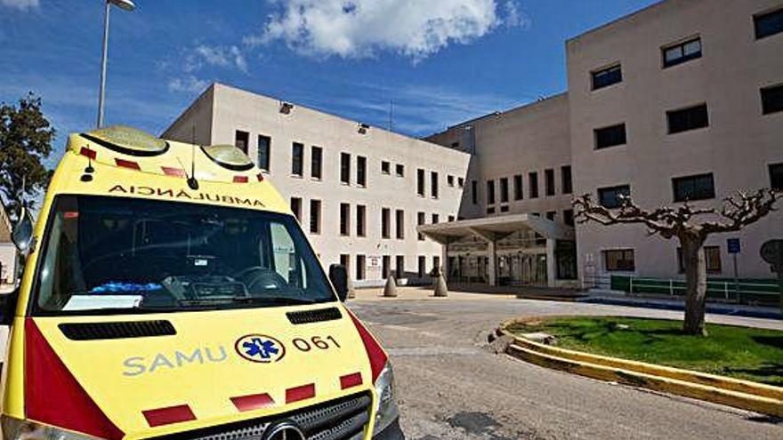 Grave una mujer de 48 años tras caer desde el segundo piso de un hotel en Ibiza