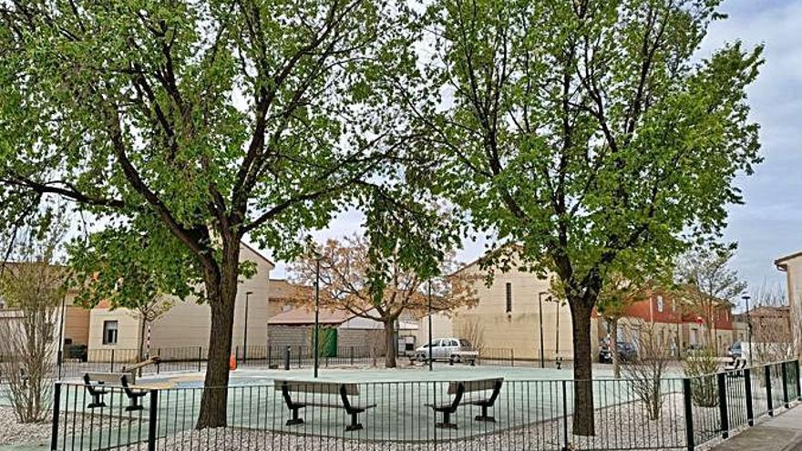 Finaliza la renovación del aparcamiento y la plaza