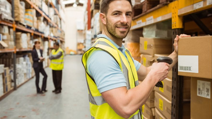Empleo en A Coruña para personal de almacén y logística, ingenieros técnicos y mecánicos y expendedores de gasolineras