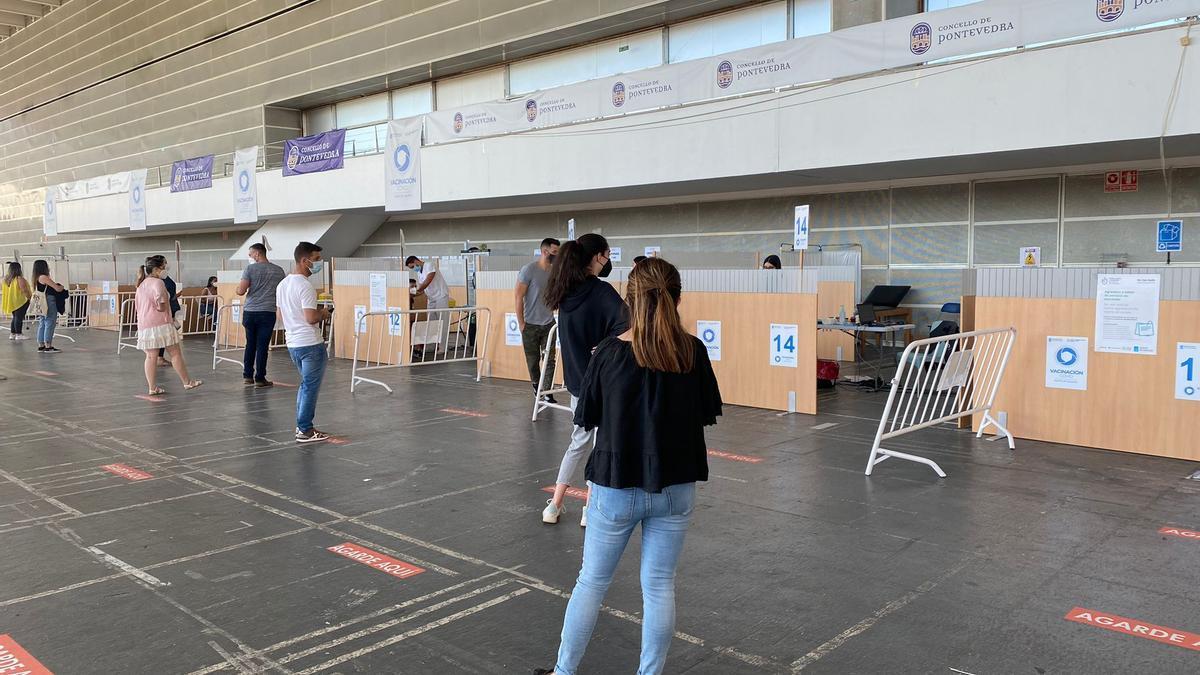 Inicio de la vacunación masiva contra el COVID a veinteañeros, hoy en el Recinto Ferial de Pontevedra