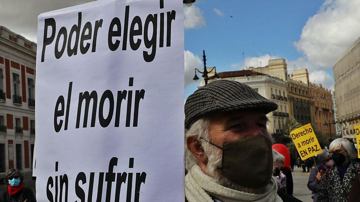 Protesta a favor de la regulación de la eutanasia.