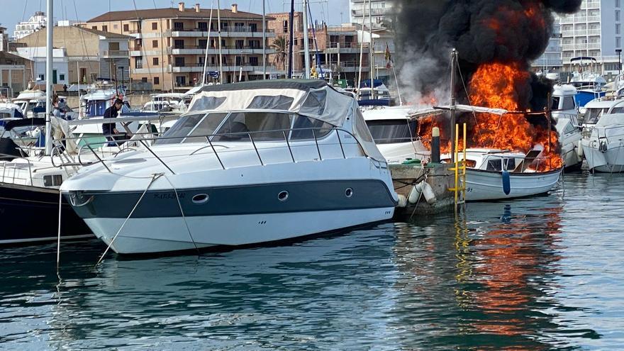 Un incendio destruye cuatro barcos atracados en el club náutico de Can Picafort