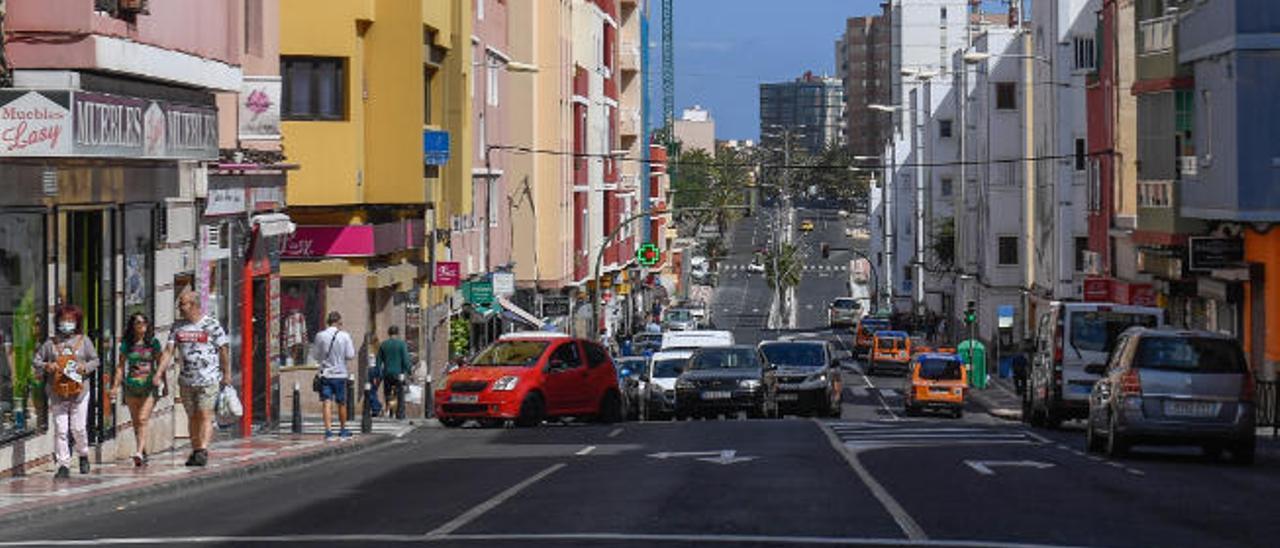Calle Zaragoza, en el barrio de Schaman, por donde circulará uno de los nuevos carriles bici en Ciudad Alta. |