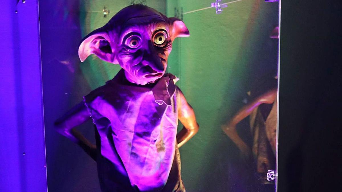 Recreación del famoso elfo doméstico Dobby en la exposición de la Colegiata de Antequera.