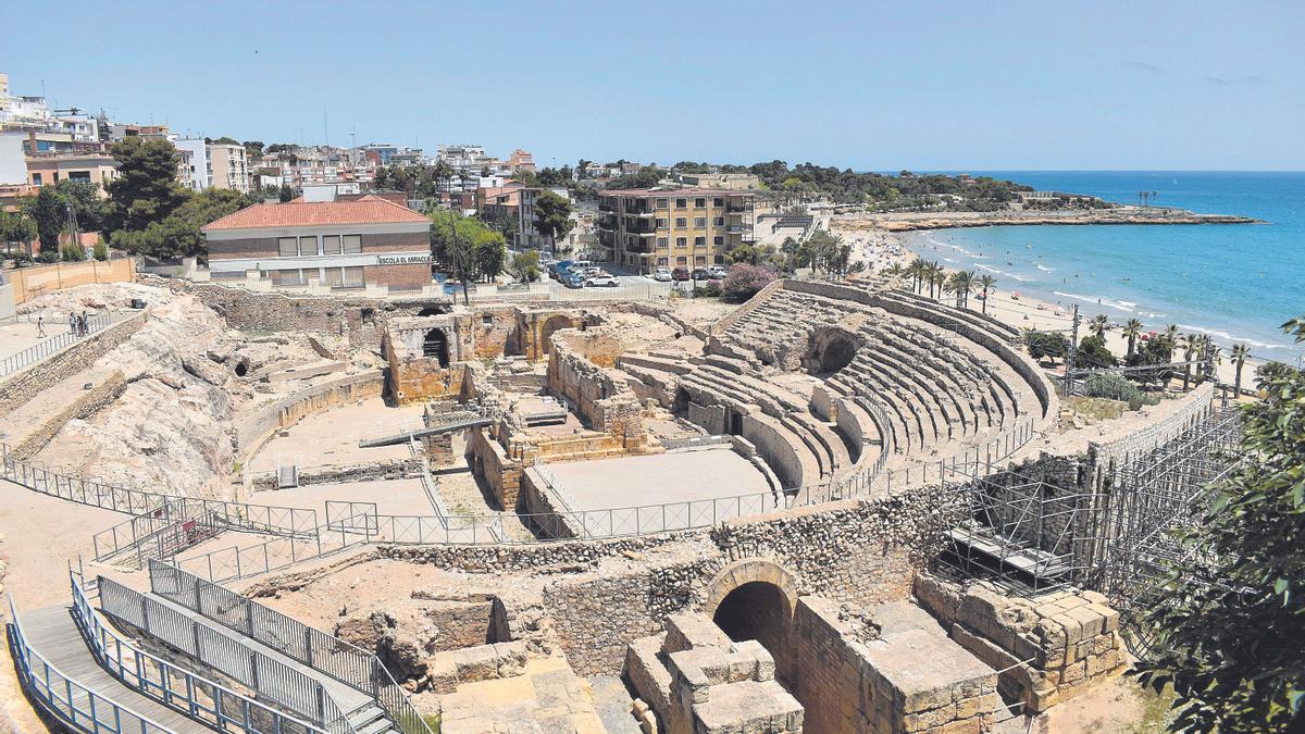 El anfiteatro de la antigua Tarraco, construido a finales del siglo II d.C., es uno de los grandes reclamos de Tarragona, donde Roma, el medievo y el modernismo conviven.