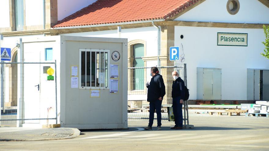 Quejas por eliminar los baños y la zona de espera para acceder al tren en Plasencia