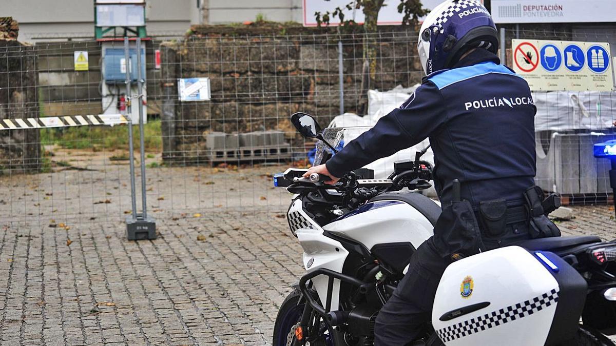 La Policía Local de A Illa está instruyendo el caso. |  // IÑAKI ABELLA