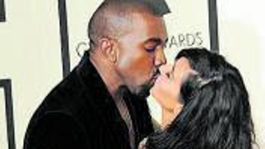 West regala a Kim un holograma de su padre