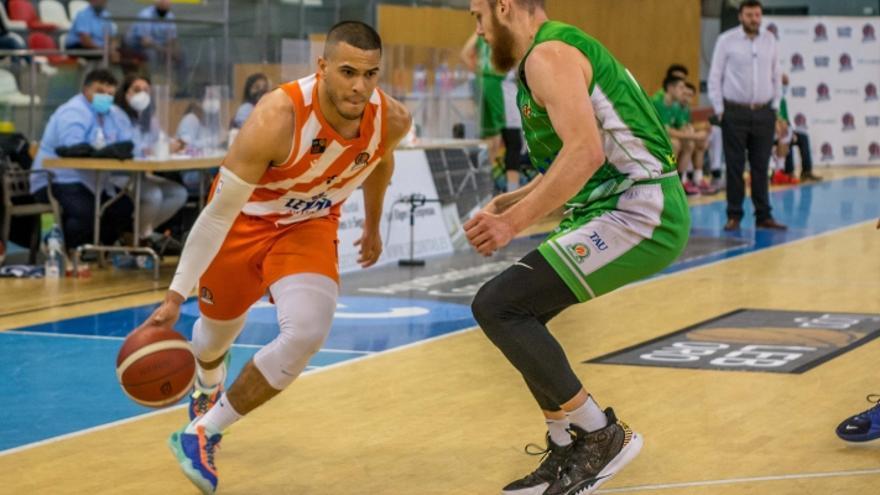 Una canasta histórica: El TAU Castelló gana sobre la bocina y peleará por ascender a la ACB como tercero