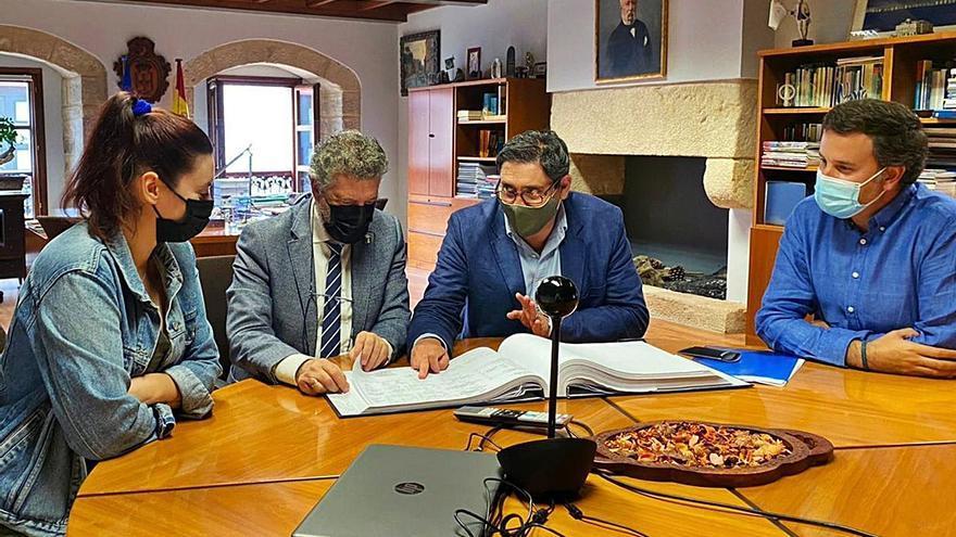 IU desconfía del compromiso de renovación del carro de varada de Puerto de Vega