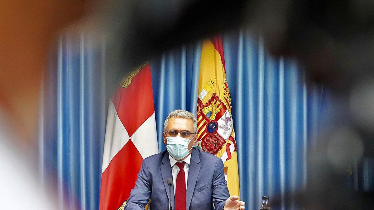 El delegado del Gobierno, Javier Izquierdo, durante la rueda de prensa que ofreció ayer. | Ical