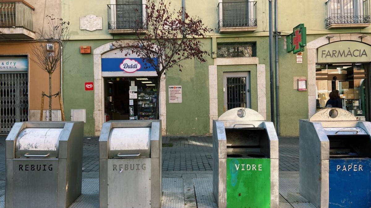 Escombraries de la plaça Triangular recollides.