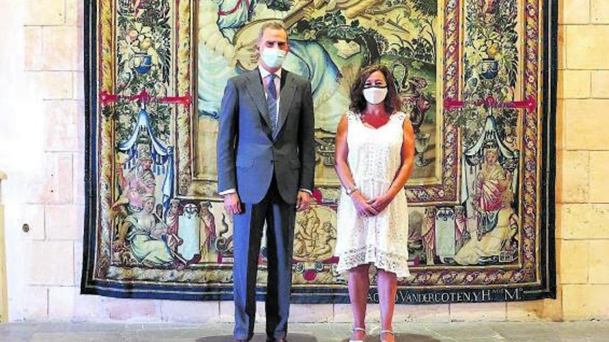 Armengol destaca al Rey el liderazgo turístico de Baleares a pesar de la covid