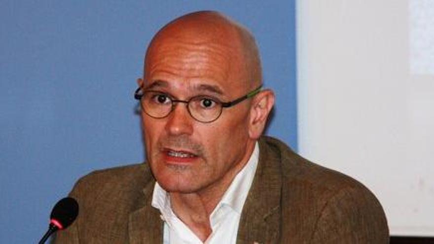 """Romeva explica a la premsa europea que el referèndum de l'1-O serà """"vinculant"""""""
