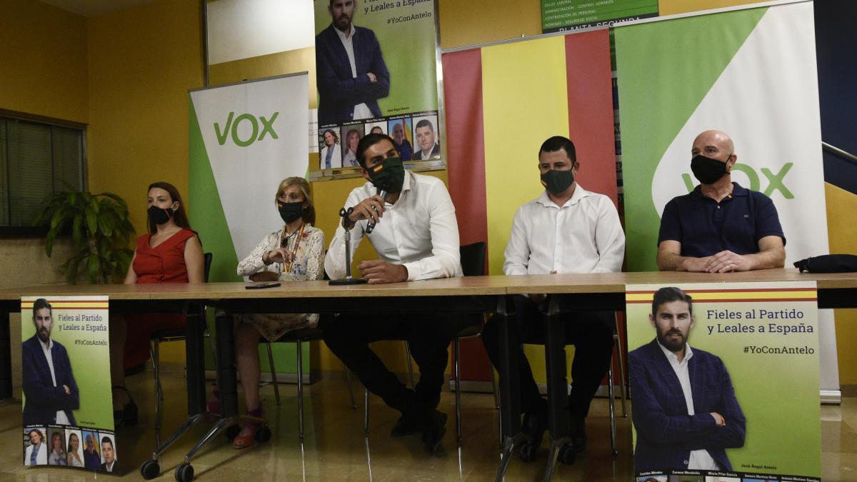 La candidatura de José Ángel Antelo fue presentada ayer en el edificio Moneo de Murcia. ISRAEL SÁNCHEZ