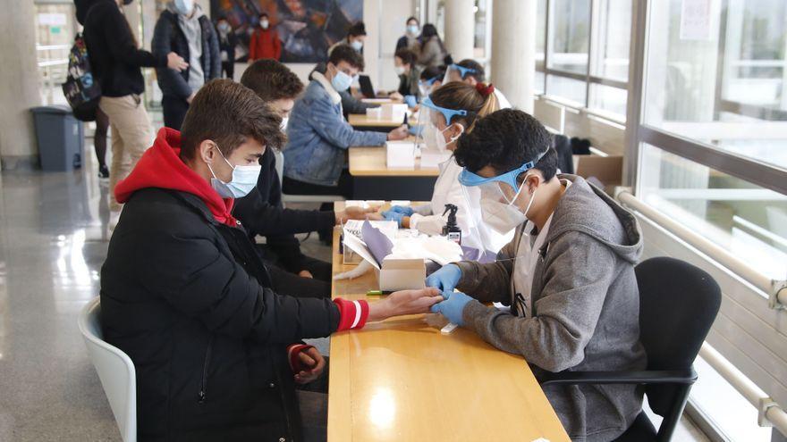 Galicia sigue a la baja en ingresados y casos activos pese al repunte de los contagios