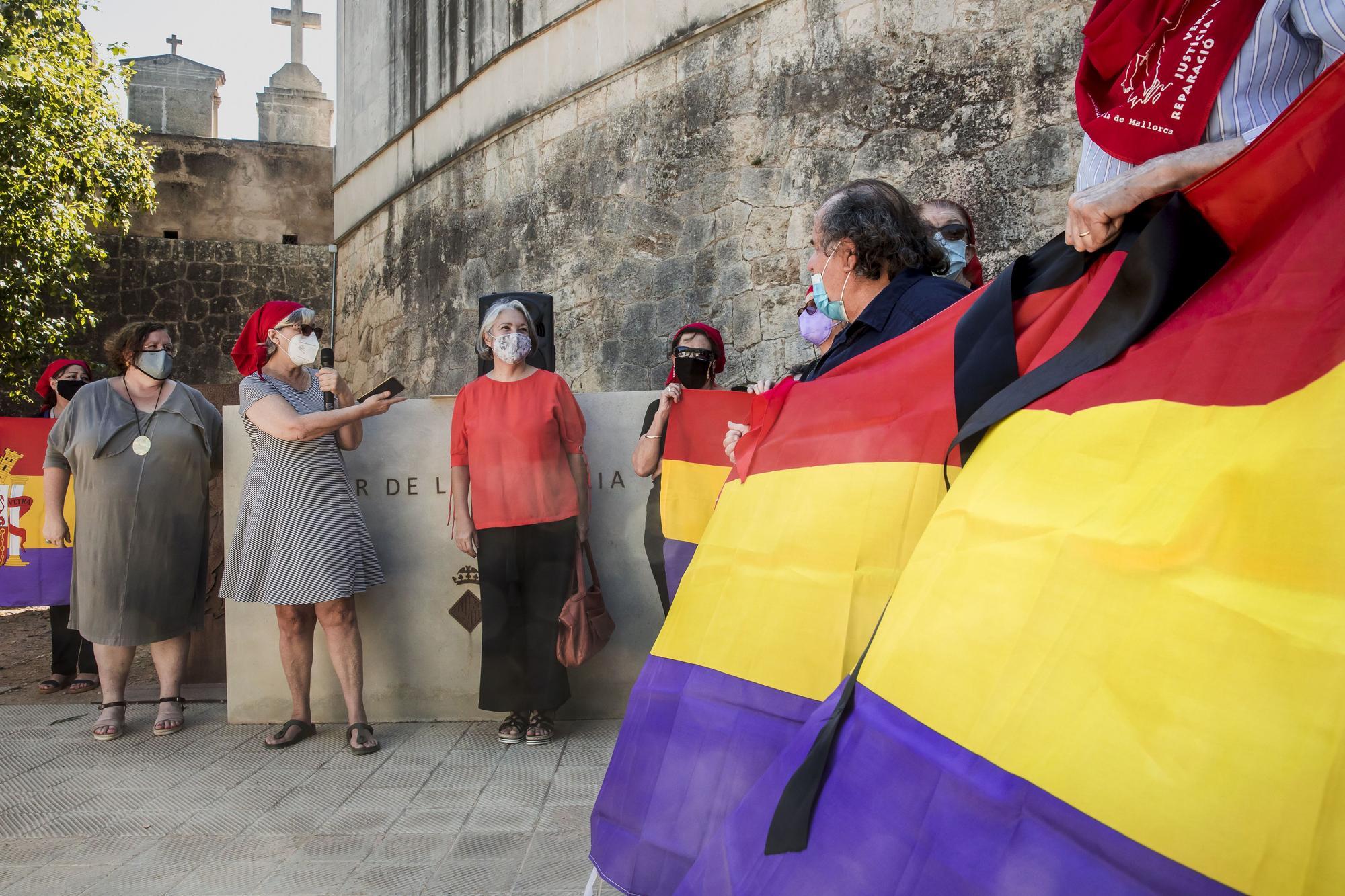 Las banderas de una treintena de municipios de Mallorca ondearán a media asta contra el golpe franquista