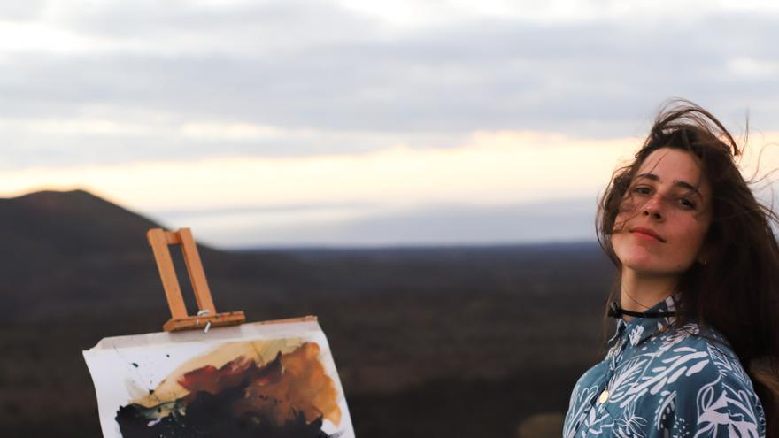 La artista Sonsoles Masiá se inspira en los santuarios astronómicos de Lanzarote para su exposición en el Meliá Salinas