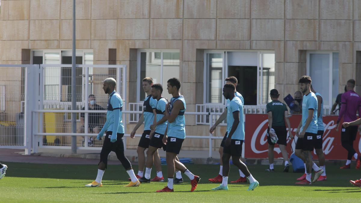 Los jugadores del Villarreal, en un entrenamiento en la Ciudad Deportiva.