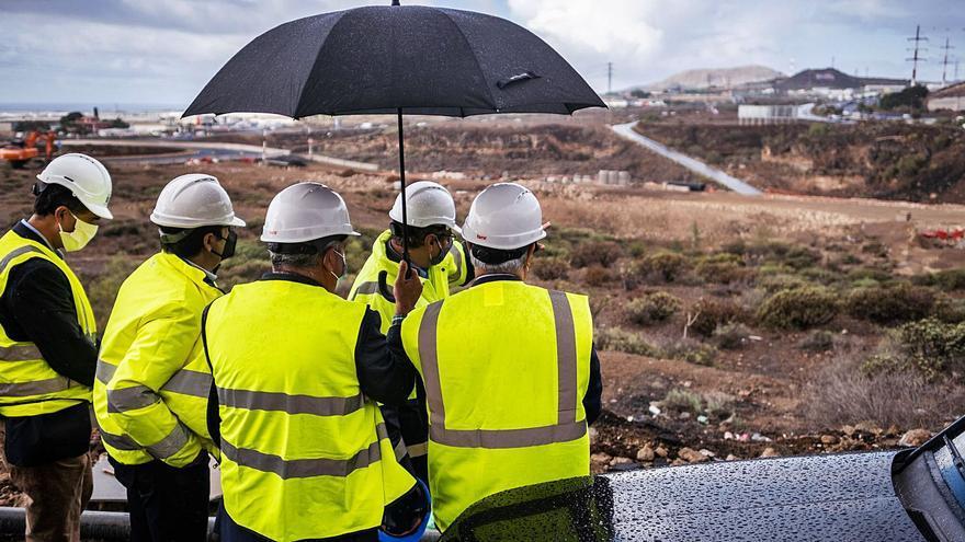 Canarias y Madrid, las únicas regiones del país donde cae la inversión pública