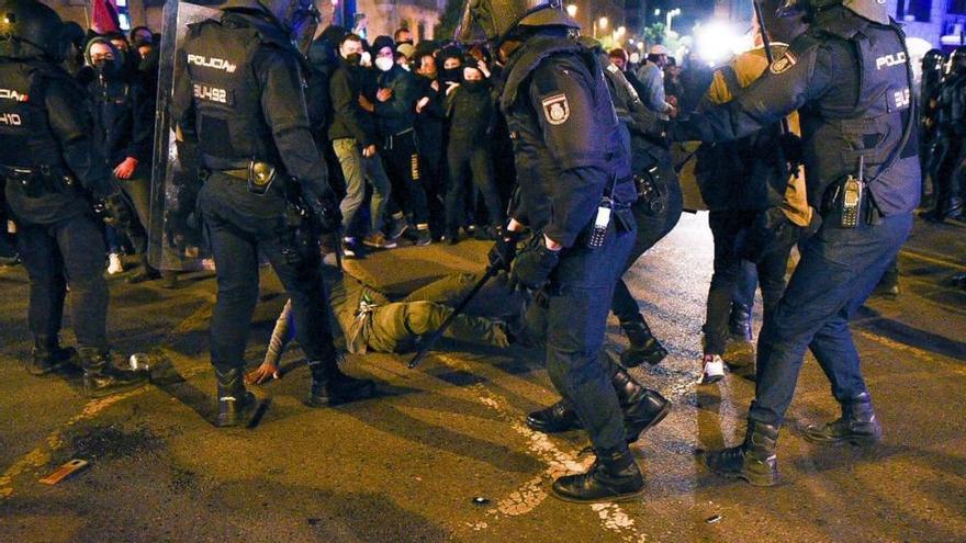 Cargas policiales y mucha tensión en Valencia por Pablo Hasél