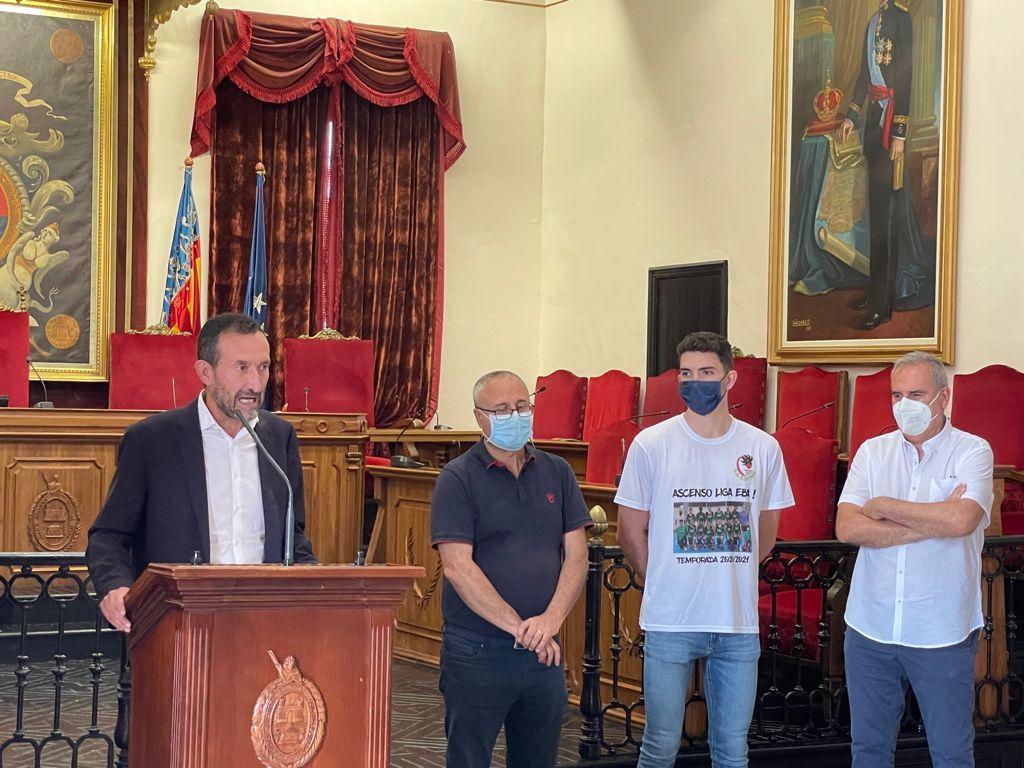 El alcalde vuelve a felicitar otro éxito del deporte ilicitano