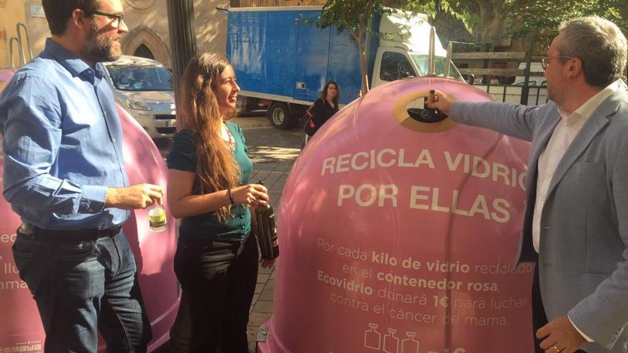 Iglús rosas contra el cáncer de mama