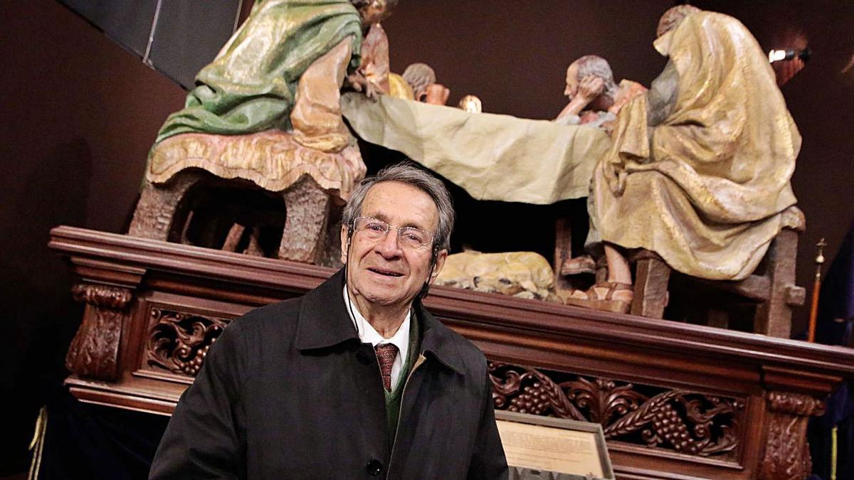 Fernando Mayoral, con la Santa Cena. | LOZ