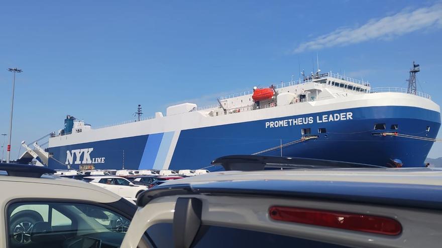 Desplazan a otro muelle al buque confinado por un positivo de COVID en Vigo