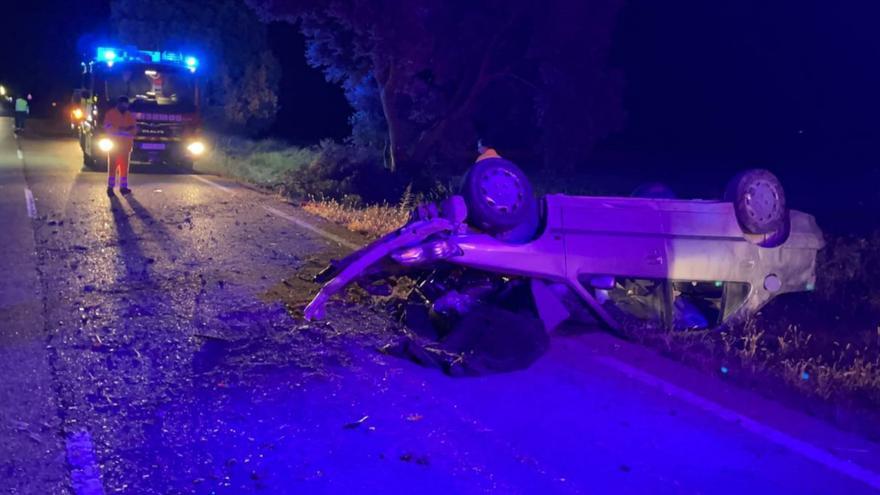 Herido tras chocar con el coche contra un árbol cerca de Biota