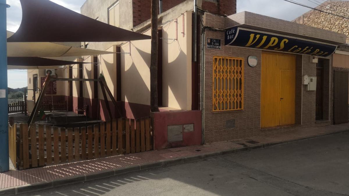 Uno de los bares de Barines donde la Policía encontró la fiesta.