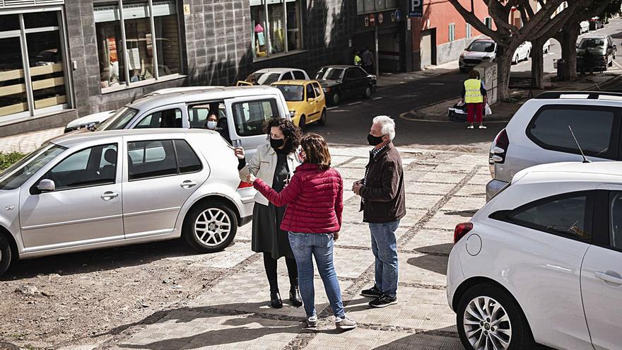 Obras se compromete a mejorar  la plaza África Alonso de Taco